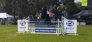 Look how high Oaks Volta is over the 1.40m fence