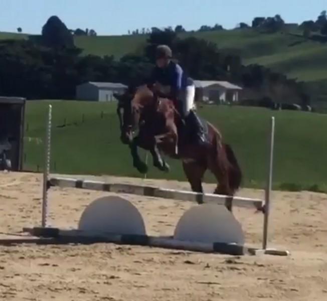 Keren Bennett jumping LH Voleta